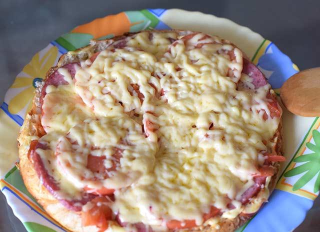пицца на толстом лаваше
