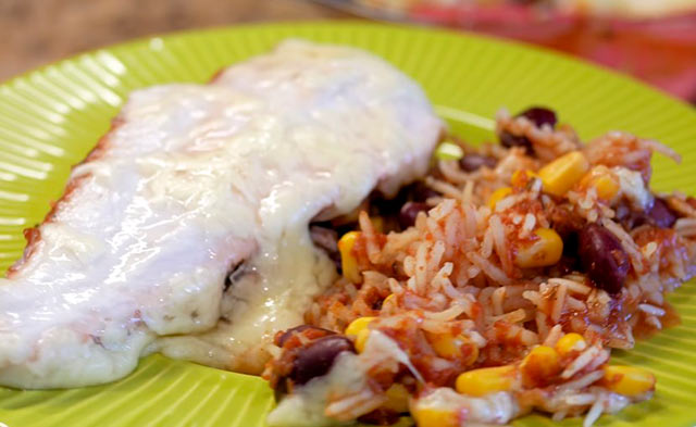 курица, запеченная с рисом и сыром