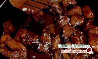 мясо с чесноком в соусе терияки