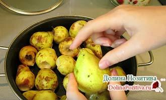груши в сковороде