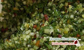 разные мелко порезанные овощи