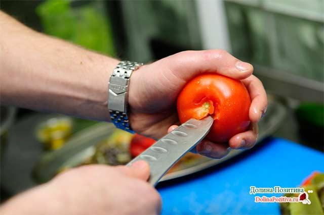 убираем плодоножки у томатов