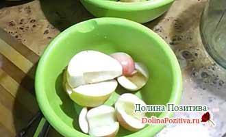 яблоки и груши кусочками