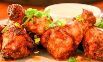 жаренная курица на сковороде