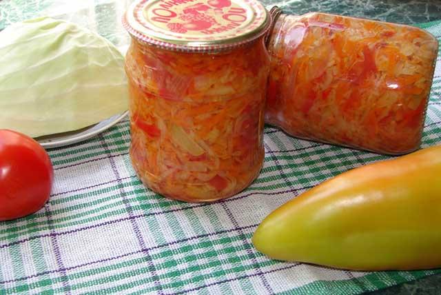 капустный салат с помидорами и перцем на зиму