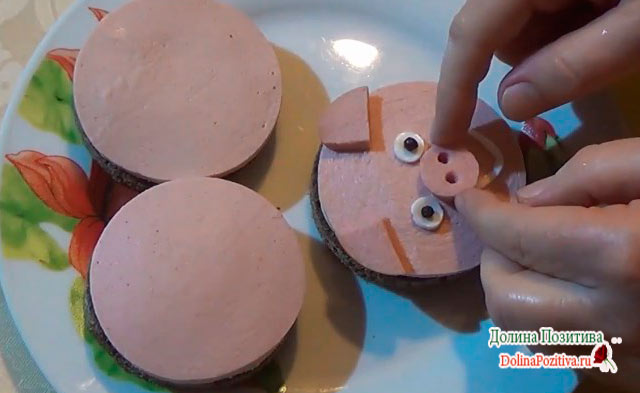 бутерброд в виде свинки