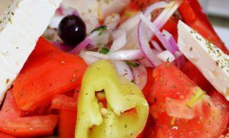 греческий салат с сыром фетакса
