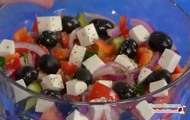 греческий салат с фетаксой классический