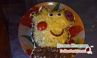 салат в виде свинки Пеппа для детей