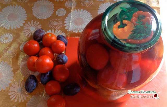 сливы и помидоры