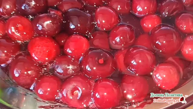 сироп и ягода