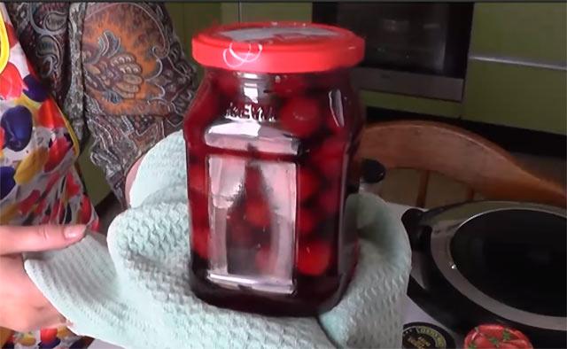 вишневое варенье с сиропом