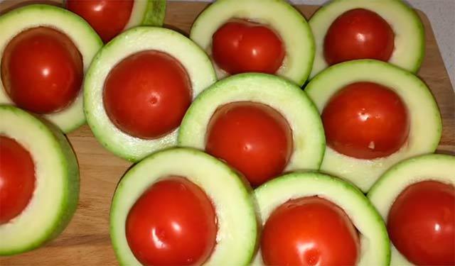 помидоры в кабачке