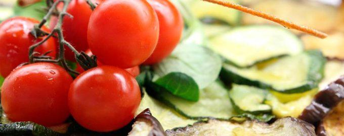 салат из помидоров с баклажанами