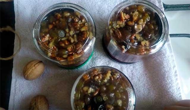 варенье из винограда с грецкими орехами