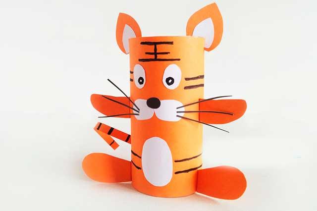 тигр из трубочек